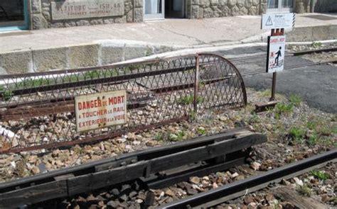 mont louis la cabanasse tren amarillo
