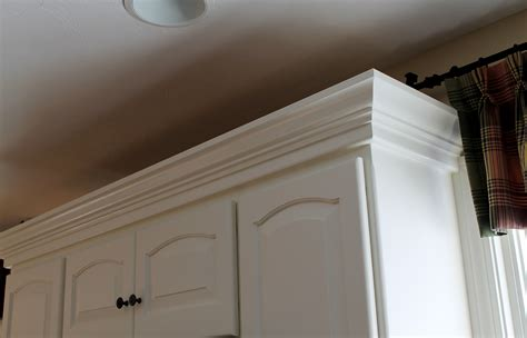 beautifull crown molding for kitchen cabinets