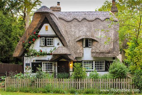 10 Favorite Cute And Quaint Country Cottage Touristbeecom