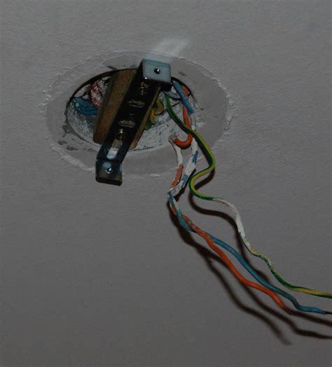 fixer luminaire plafond sans percer 28 images installer une suspension luminaire plafonnier
