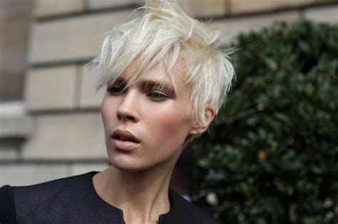 Short Blonde Pixie Cropped Hairstyles Black Hairstyles Bob Cut Headband Videos For Mantilla Wedding Veils Wavy Hair Blonde Grey Up Styles With Big Loose Curls Trends Salon Yale Mi Party Dailymotion