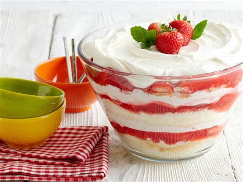 strawberry shortcake with food cake feed pictures strawberry shortcake recipe food