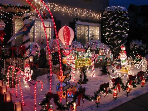 Best Neighborhoods For Holiday Home Decorations « Cbs San