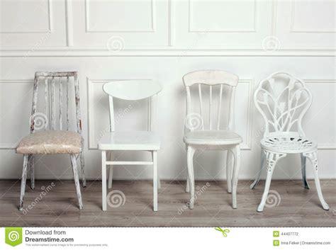 ensemble de chaises en bois blanches de vintage photo stock image 44407772