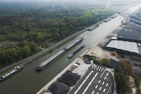 Scheepvaart Albertkanaal by Het Albertkanaal Anno 2014