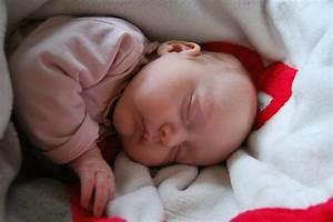 Baby Schläft Nicht Im Eigenen Bett : baby durchschlafen 3 schlaf ~ Markanthonyermac.com Haus und Dekorationen