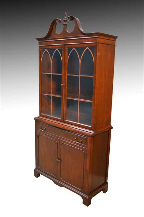 16730 mahogany duncan phyfe step back china cabinet closet