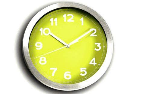 horloge murale verte et m 233 tal chrom 233 peps horloges design pas cher