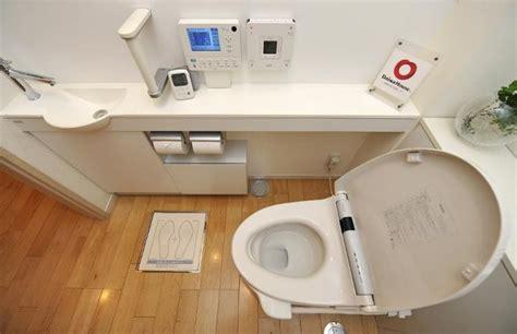 au japon la doit faire la chasse aux toilettes bouch 233 es