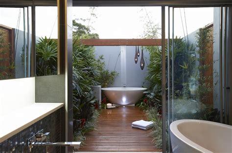10 eye catching tropical bathroom d 233 cor ideas that will