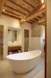 Holzdecke Im Bad : die besten 25 rustikale b der ideen auf pinterest gro e badezimmer badezimmerideen und ~ Markanthonyermac.com Haus und Dekorationen