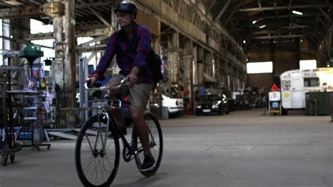 le garage moderne un lieu incontournable sur bordeaux v 233 lo ville v 233 lo urbain sur le v 233 lo
