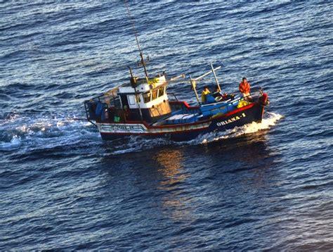 Un Barco Es Territorio Nacional by Barco Peruano Fue Sorprendido Cazando Tiburones Cerca De