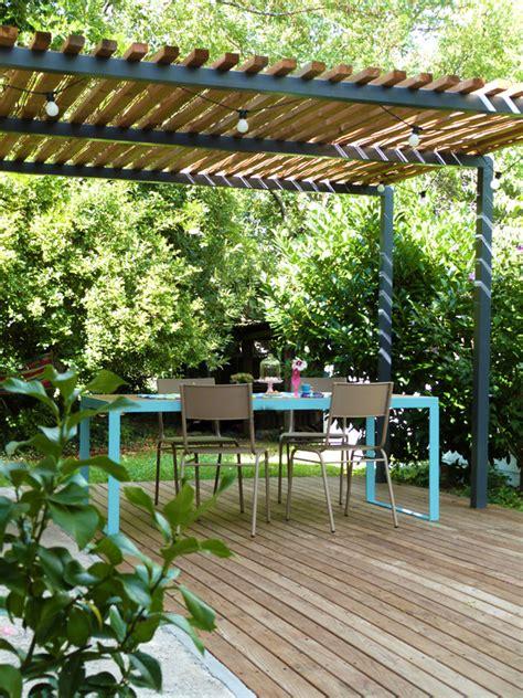 l 233 t 233 au jardin table terrasse et pergola
