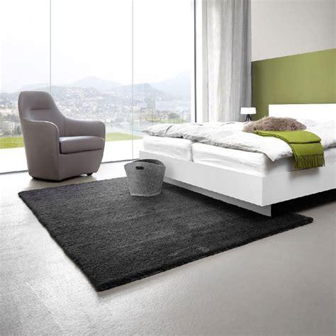 tapis salon gris clair tapis shaggy gris beige ou blanc u ides pour le salon tapis with tapis