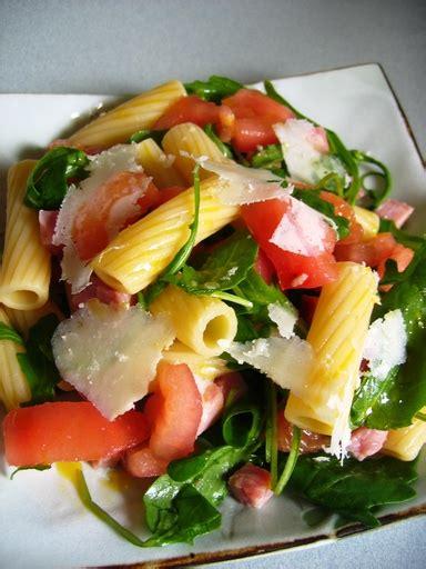 salade de p 226 tes tomate roquette jambon parmesan recette de salade de p 226 tes tomate