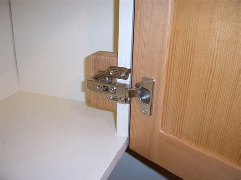 Concealed Overlay Cabinet Door Hinges Mediterranean Kitchens Best Galley Kitchen Layouts Traditional Tables And Chairs Rustic Design Peninsula Island Contemporary Flooring Ideas Cheap Cabinets