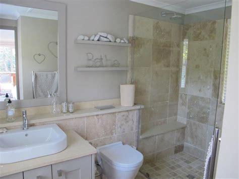 Cozy And Charming Small Bathroom Ideas