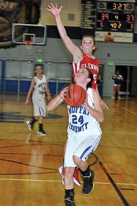 MCHS girls hoops team forces 3-way tie atop WSL with 44-37 ...