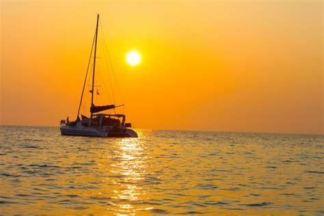 Catamaran Cruise Maldives by Maldives Catamaran Sailing Cruise Sunset Budget Maldives