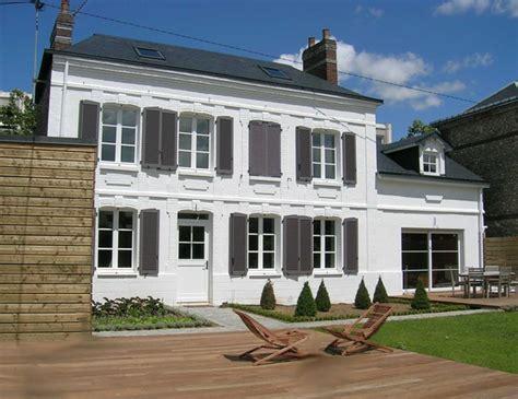 peinture pour volet bois 15 volet bois facade maison 169 markobe fotolia swyze