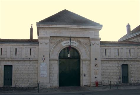 file maison d arr 234 t de besan 231 on fa 231 ade principale jpg wikimedia commons