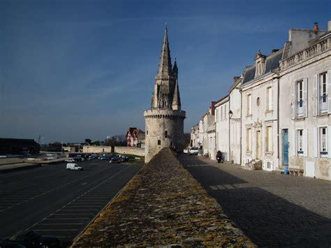 photo les remparts et la tour de la lanterne