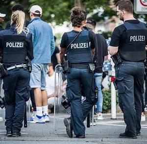 Ausbildung Bundespolizei Nrw : darmstadt menschenmenge attackiert polizisten 80 festnahmen 15 verletzte welt ~ Markanthonyermac.com Haus und Dekorationen