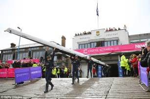 Boat Building Courses London by Oxford Win Women S Boat Race As Cambridge Almost Go Under
