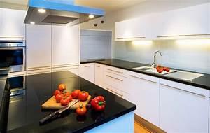 Schwarze Arbeitsplatte Küche : k che essen objekte tischlerei plank ~ Markanthonyermac.com Haus und Dekorationen