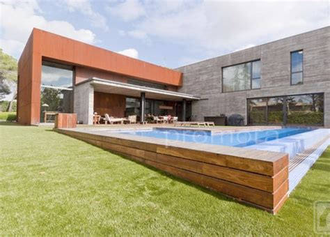 10 piscinas en chalets de madrid de inmobiliaria promora