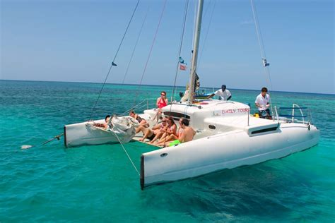 Isla Mujeres Catamaran Sailing Tour by Isla Roatan Catamaran Sailing And Snorkeling Tour