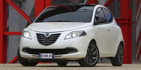 dimension garage lancia ypsilon 5 portes