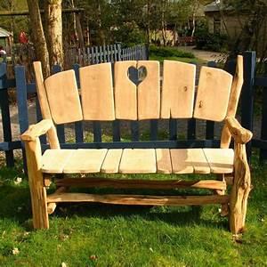 Holz Gartenbank Massiv : gartenbank f r die gestaltung einer kleinen oase im freien ~ Markanthonyermac.com Haus und Dekorationen
