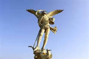 archange du mont michel la statue va 234 tre restaur 233 e en dordogne