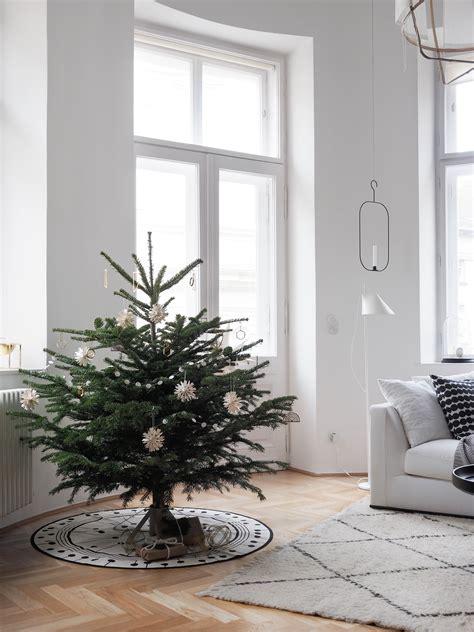 Skandinavischer Weihnachtsbaumschmuck In Wei Und Messing Interiors Inside Ideas Interiors design about Everything [magnanprojects.com]