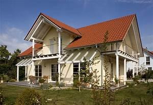 Engelhardt Und Geissbauer : einfamilienhaus holzhaus satteldach gaube mit satteldach balkon modern terrasse efficiento ~ Markanthonyermac.com Haus und Dekorationen