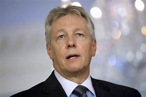 Peter Robinson admitted to hospital with heart problem ...