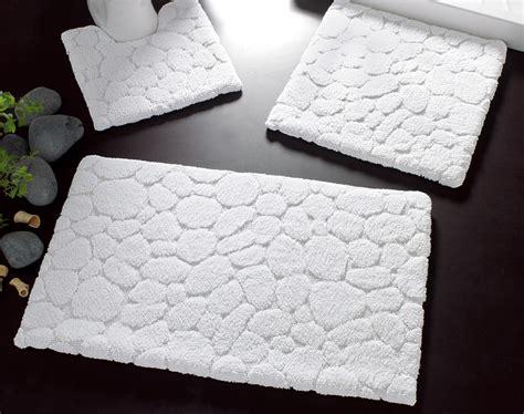 tapis de bain relief galets 1550 g m2 becquet