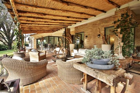 Outdoor Spaces : How To Get Closer To Nature Through Outdoor Living Spaces