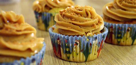 comment faire r 234 ver ses invit 233 s avec des cupcakes au sp 233 culoos recette quand julie patisse