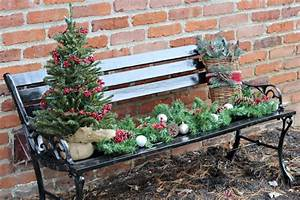 Weihnachtsdeko Im Außenbereich : so dekorieren sie die gartenbank weihnachtlich stimmungsvoll festlich ~ Markanthonyermac.com Haus und Dekorationen