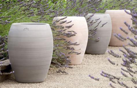 jarre contemporaine en terre cuite pot de jardin poterie goicoechea amenagement jardin