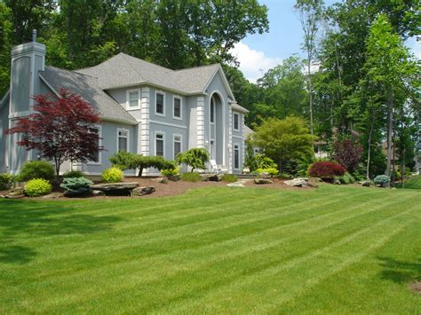 The Front Yard : Some Ideas Of Front Yard Landscaping For A Small Front