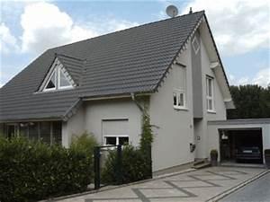 Graue Fassade Weiße Fenster : fassadengestaltung einfamilienhaus gr n haus deko ideen ~ Markanthonyermac.com Haus und Dekorationen