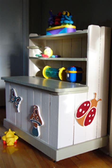 un coffre 224 jouets au fil des ans banlieusardises
