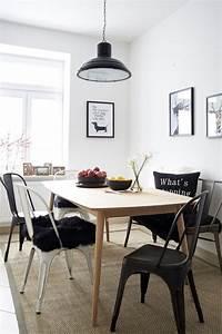 Esstisch Helles Holz : man nehme helles holz und cooles metall mische es mit schwarz wei und einer prise farbtupfern ~ Markanthonyermac.com Haus und Dekorationen