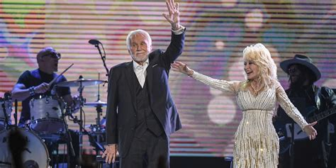 Kenny Rogers & Dolly Parton Do Epic Mic Drop