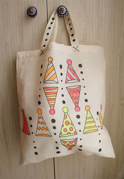 decorate canvas tote bags with fabric markers creative