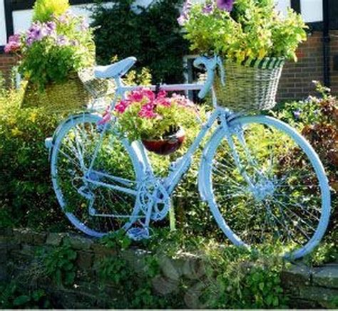 17 Super Ideas For Garden Decorations Made From Old